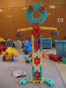 大きなブロックで作ったロボット?