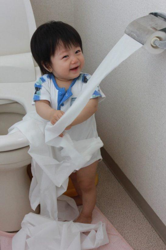 トイレで遊ぶ