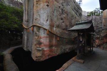 生石神社 石の宝殿