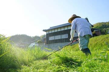 福津市 一軒家 庭の草刈り|えびす造園