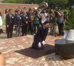【動画】鳩山元首相韓国の収容所でひざまずき謝罪:その行動の意味する所とは?