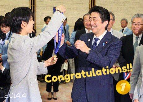 安倍総理が羽生選手にお祝いの電話。首相官邸は安倍総理がメインの写真を使用