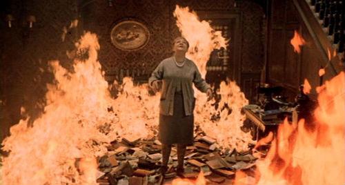 【狂気】高知県立大が蔵書3万8000冊を焼却!「戦前の郷土関係の本、現在は古書店でも入手が難しい絶版本、高値で取引されている本が多数」