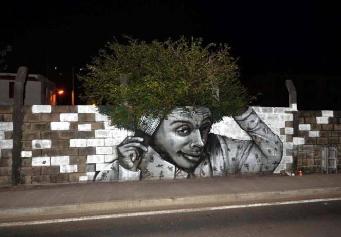 excelente look nos ofrece este graffiti que aprovecha su entorno para transformar la pintura en una obra de arte viva