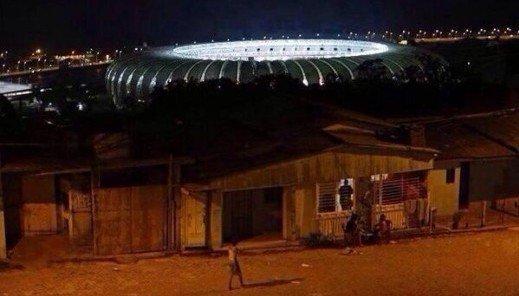 brasil-2014-favela-estadio-contraste