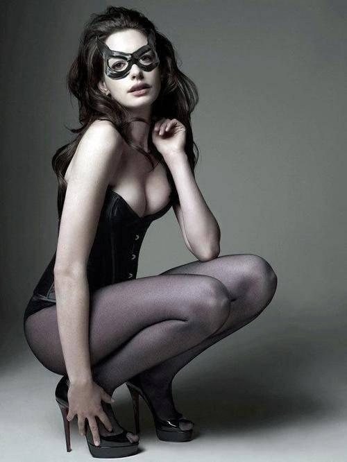 gatubela-catwoman-sexy-hattaway