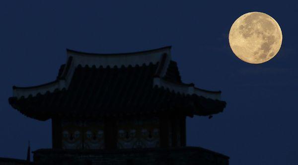 super-luna-china