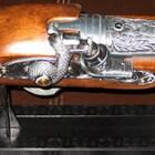 pistola-antigua-encendedor-chica-tallado-arriba-replica