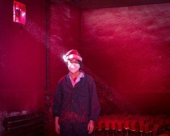 trabajador chino de fuegos artificiales