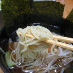 本生細打ちラーメン和風醤油味(シマダヤ)は、麺の小麦粉に北海道産きたほなみを使いホタテの味がする細打ち麺