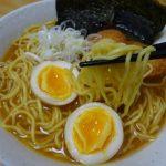 みそラーメンの旭川よし乃本店(藤原製麺)は生麺のようなストレート中細麺とコクのあるピリ辛スープがマッチした味噌味