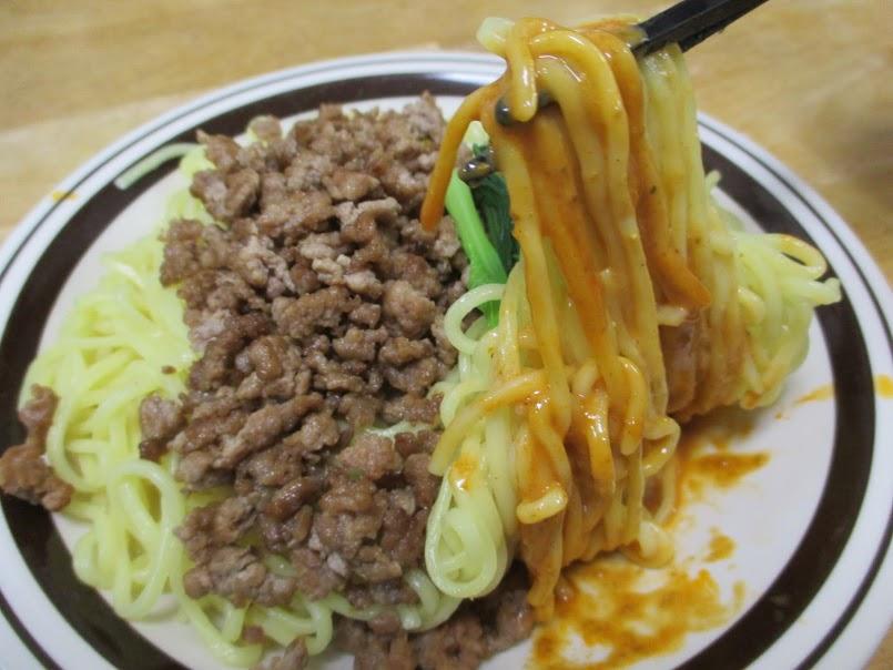 行列のできる店のラーメン担々麺(日清食品)は花椒とラー油の濃厚な担々スープで今回は汁なし担々麺に応用しました