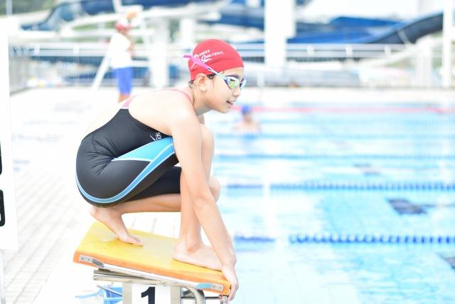 水泳 髪の毛 茶色