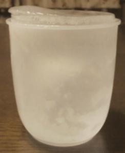 ダイヤモンド型結晶だから水は凍ると体積が大きくなる。