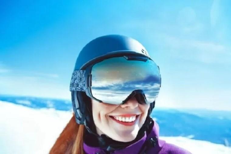 スノーボードゴーグルのミラーは目が透けない