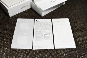 iPhone6Plus付属の書類とAppleステッカー