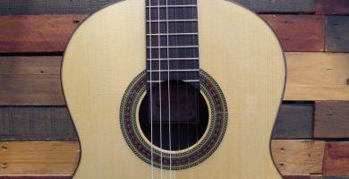 Parte frontal de la guitarra flamenca Prudencio Sáez modelo 17