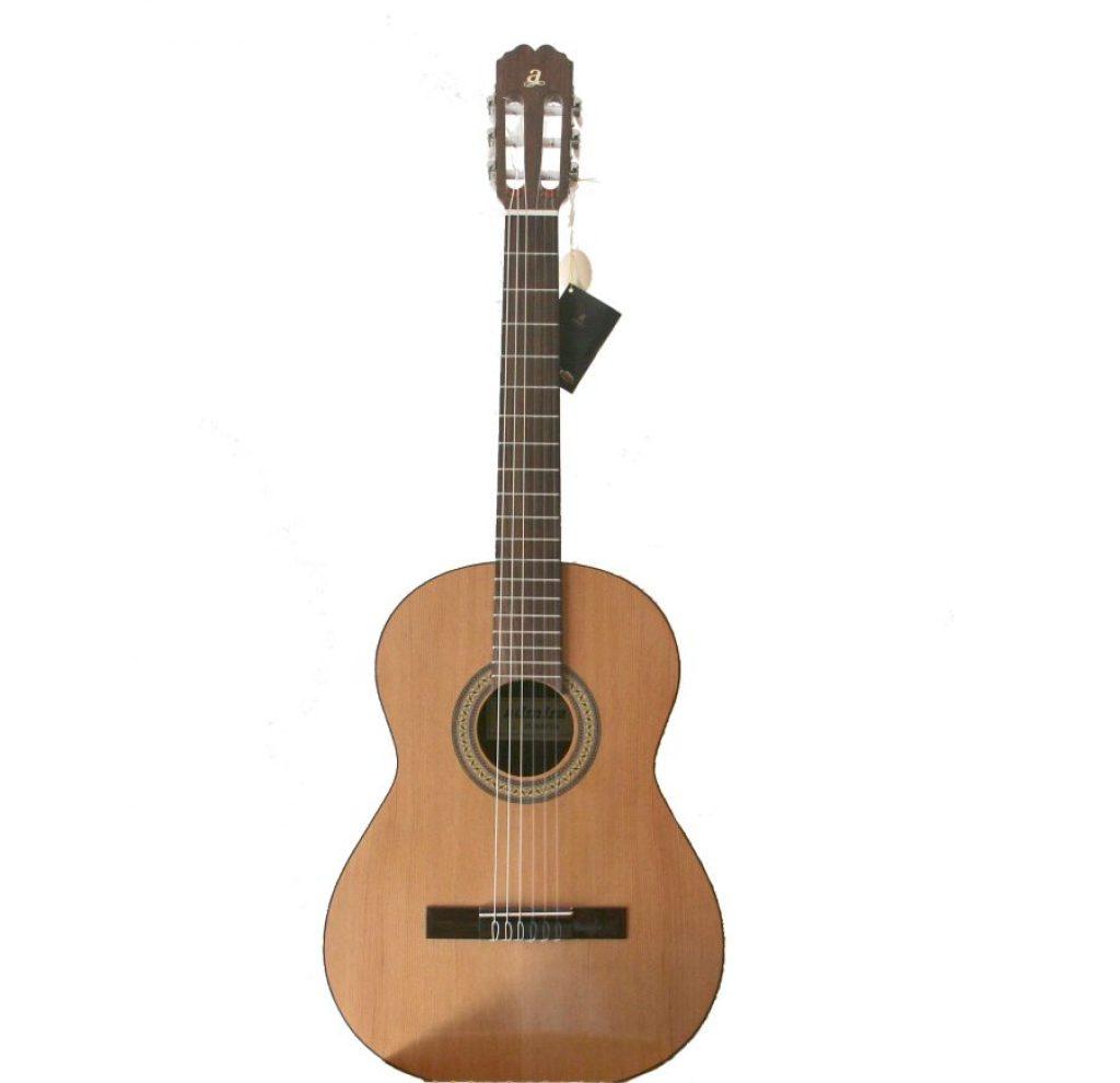 parte frontal de la guitarra clásica Admira Juanita