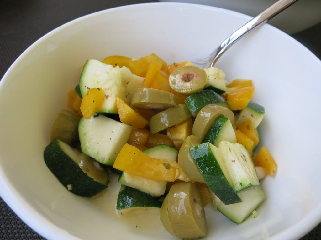 Mediterraner Zucchini Salat