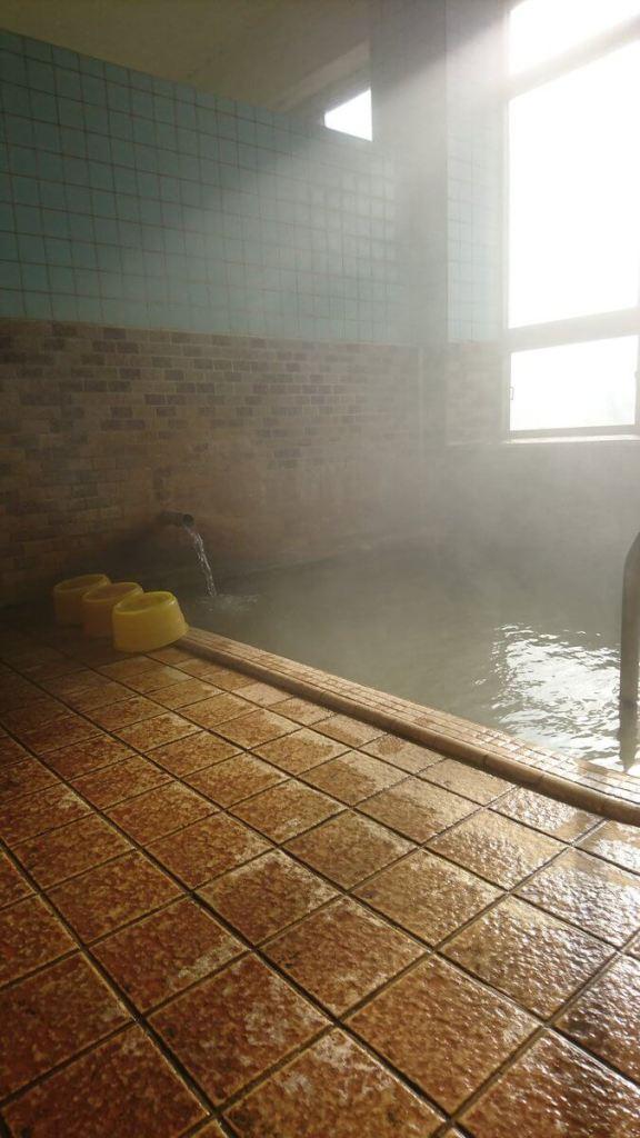 自炊湯治宿の温泉の泉質は100%良い