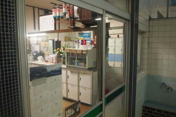 和田岬の「笠松湯」は脱衣所もレトロそのもの