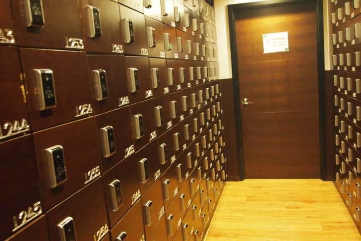 靴箱とロッカーはリストバンドに記載している番号へ!どちらもリストバンドで開きます!
