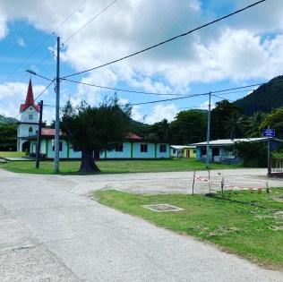 église à Vaiuru à proximité du chemin