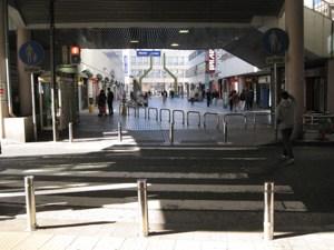鶴見駅 西口 横断歩道