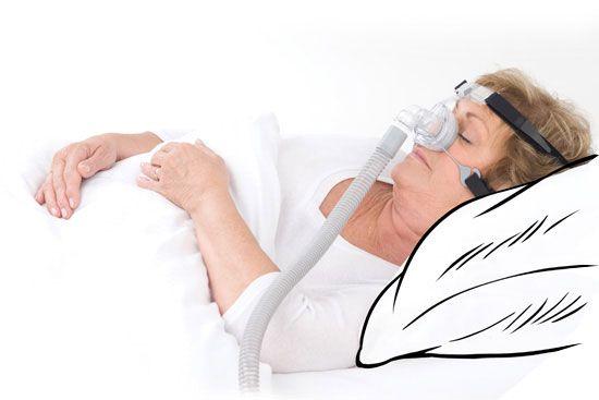 Señora durmiendo con CPAP