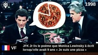 """[VF] 1998 – JFK Jr lit le poème """"Je suis une pizza"""" de Monica Lewinsky qu'elle a écrit à 9 ans"""