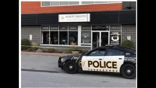 Ils ont donné une fessée à un policier complotitste ?
