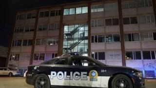 La police visite le studio Lux media