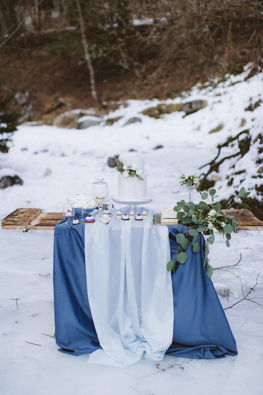 mesa dulce azul claro y azul invierno