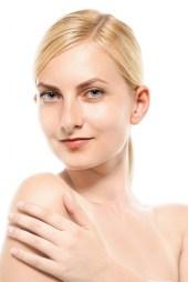 スリムな体を魅せるのモデルの外国人女性 [モデル:クセニヤ]