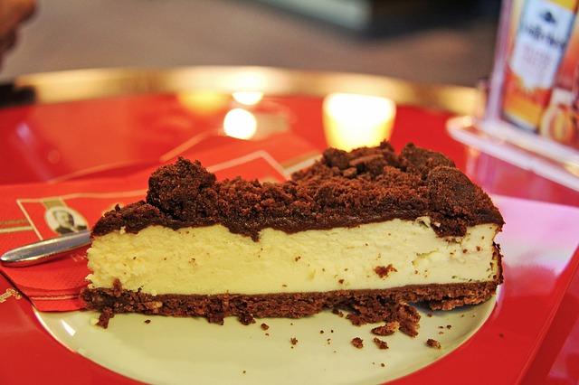 ケーキにソースをかけて食べる祖母にびっくりした思い出