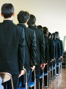 整列する男子中学生