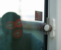 空き巣が窓ガラスを割る方法 3つの侵入手口