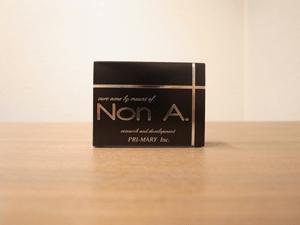 ノンエーの箱は黒色で高級感が溢れます