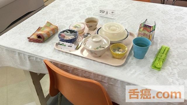 食堂での食事