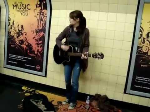 【海外】地下鉄で弾き語りライブ Sheryl Crow – All I Wanna Do