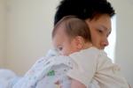パパが赤ちゃん抱っこ1