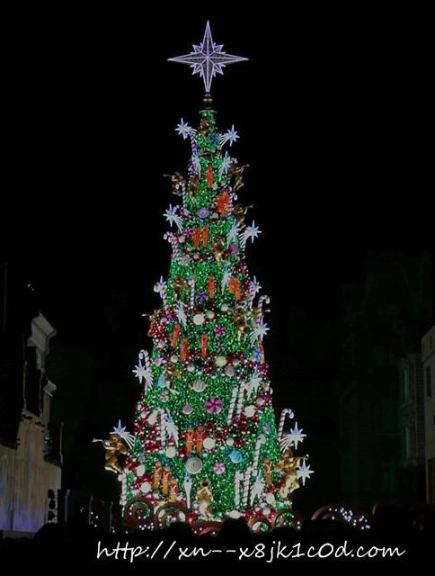 ユニバ夜のクリスマスツリー