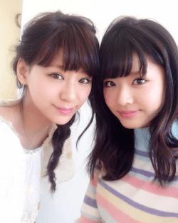 古畑星夏(右)と西内まりや(左)