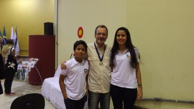 Lauro, eu e Lara, irmãos, que leram meu poema