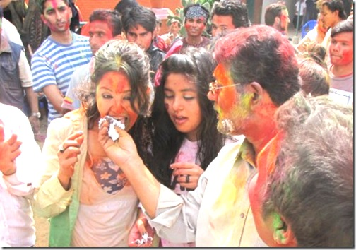 karishma-eating-cake-from-binodhand-daughter-kabita-in-between