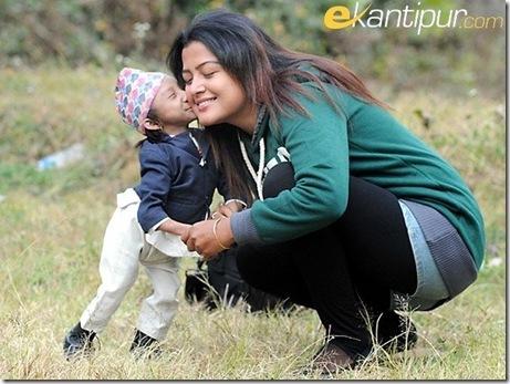 khagendra_kisses_rekha_thapa0_thumb[4]