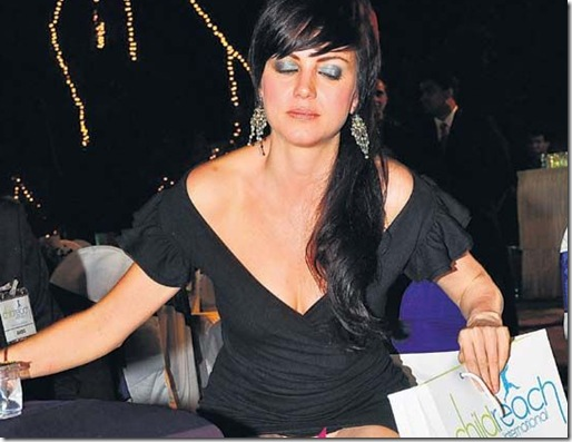 Aditi Budhathoki Wardrobe Malfunction - YouTube