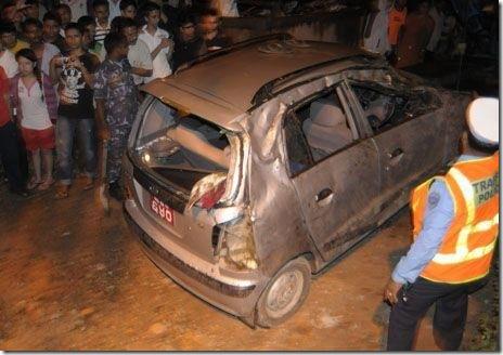 British_Embassy_fallen_wall_earthquake_victim-car