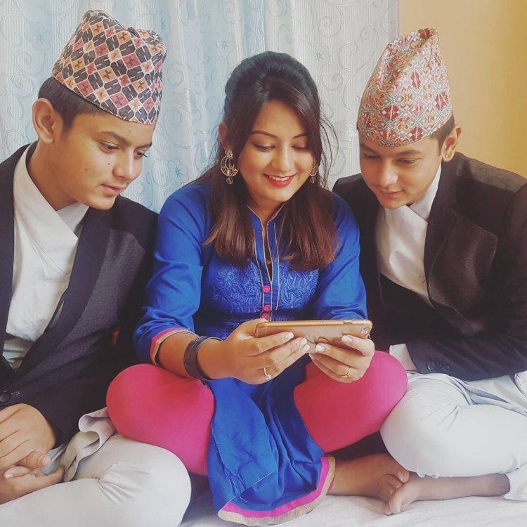 barsha-raut-with-brothers-bhaitika-2016