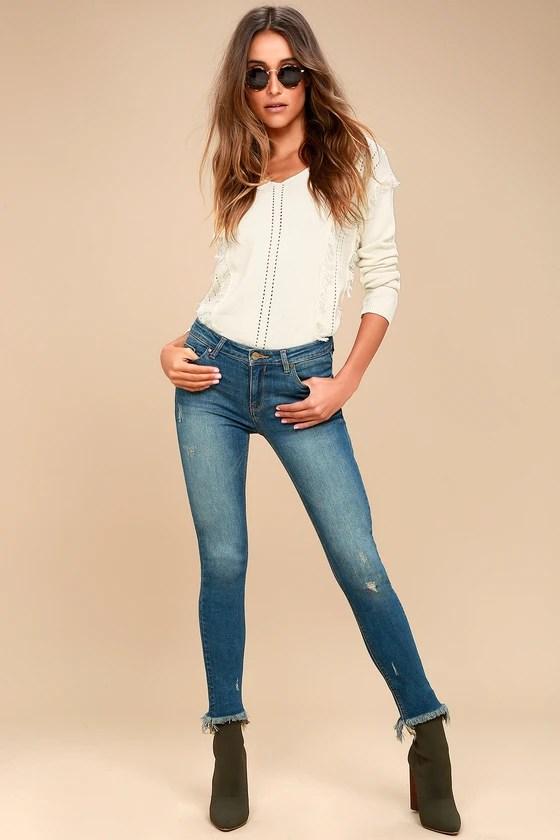 "<img src=""lulus.com"" alt=""frayed skinny jeans from lulus.com"">"